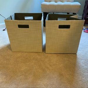 2 Storage Bins / Cubes
